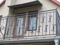 kované mříže, balkony